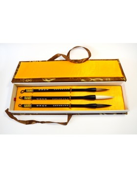 Case of three brushes recommended for painting and caligraphy