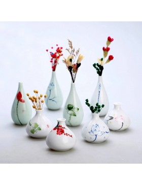 Oriental hand painted mini ceramic flower vase