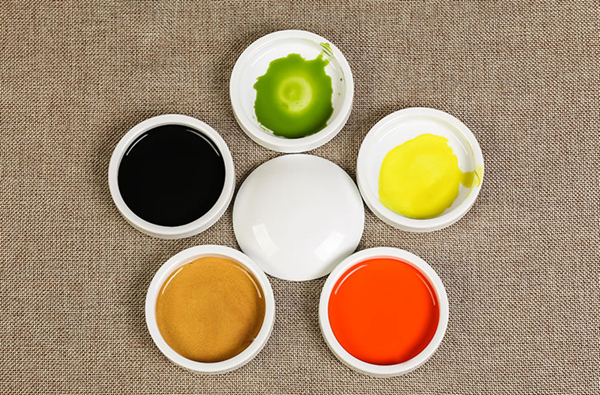 Set of five small ceramic paint dishes with lid 01