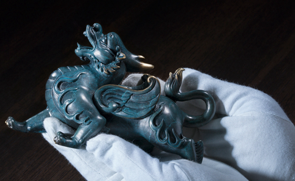 Statue of Pixiu: Oriental mythological creature that attracts abundance 09
