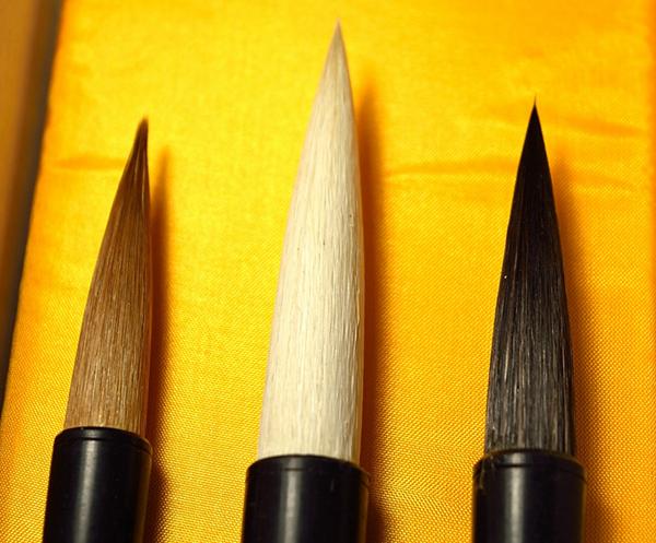Estuche de tres pinceles recomendados para pintura y caligrafía 01