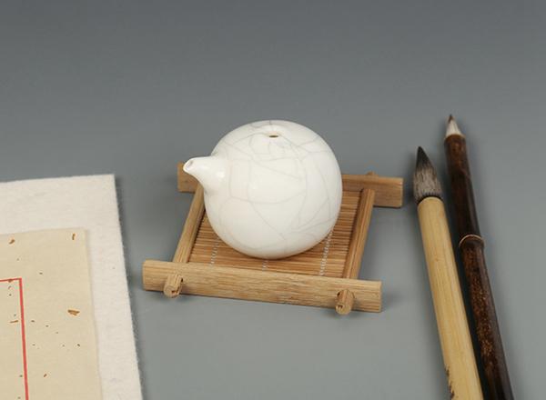 Dosificador de agua tradicional del estilo cerámica Ge para tintero 04