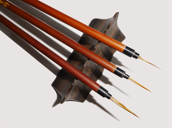 The deftness of the hare: brushes for painting fine detail 02