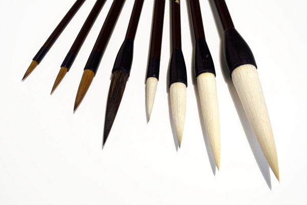 Complete pack of eight brushes for artists 01